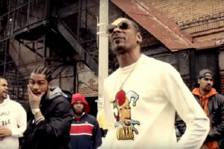 """Snoop Dogg & Dave East are """"Cripn 4 Life"""" in New Visual"""