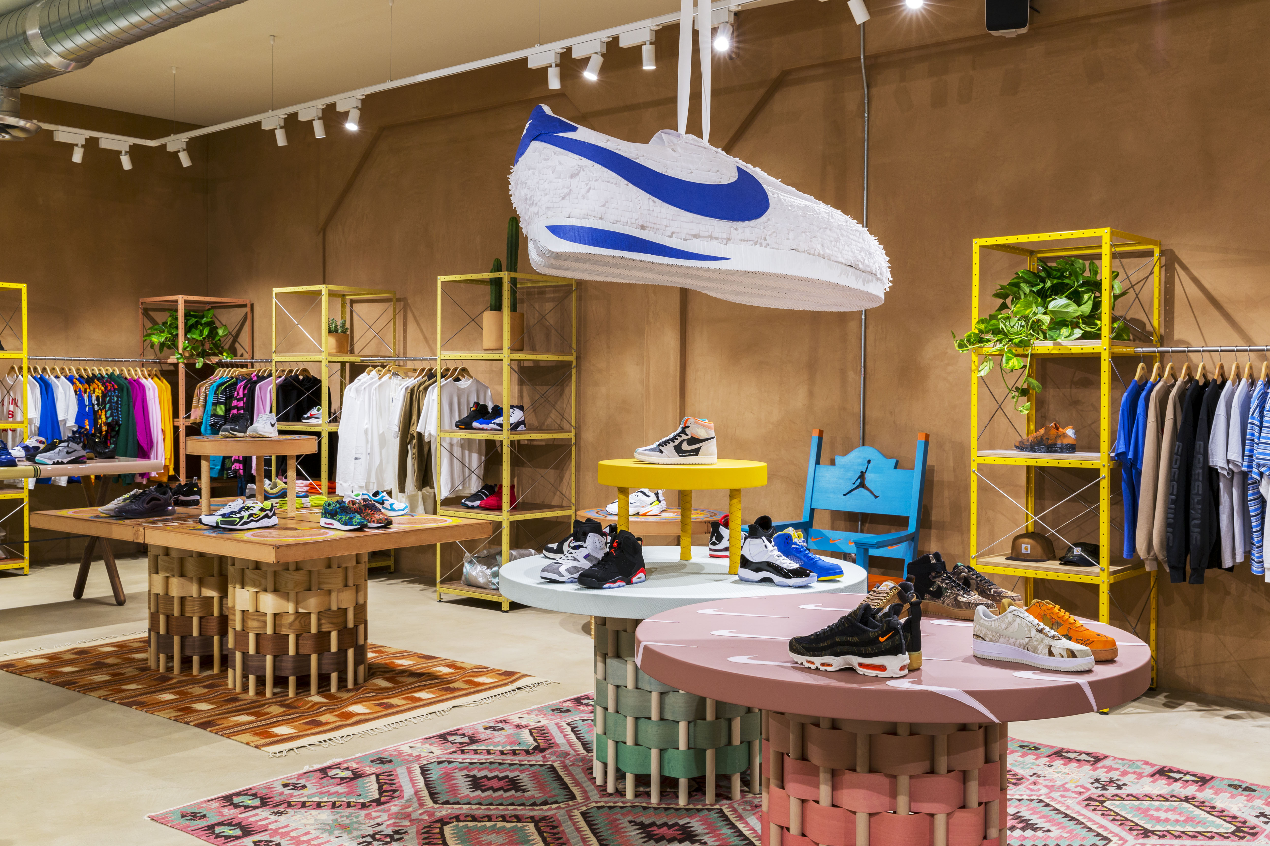 meilleure valeur 982e2 78cae Sneakersnstuff Debuts Los Angeles Flagship on 20th ...